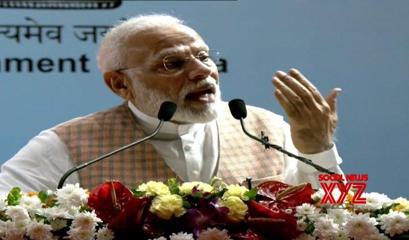 Mumbai: PM Modi at the inauguration of Mumbai Metro projects #Gallery