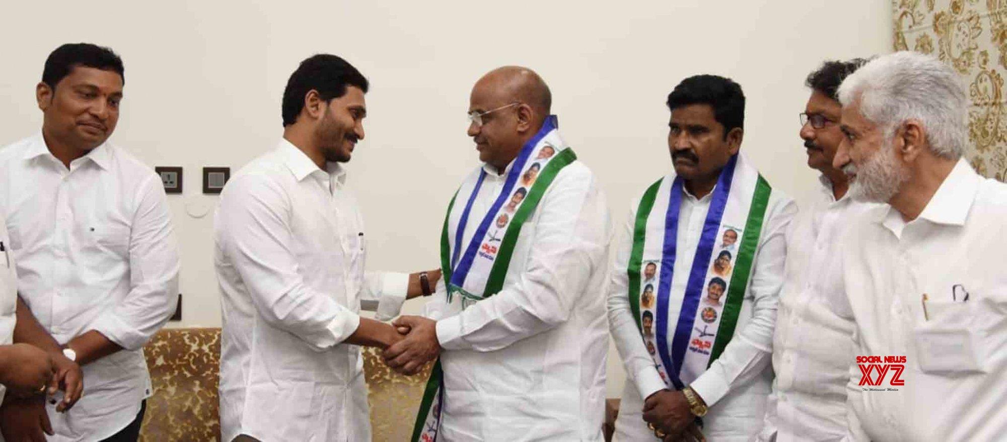 Vijayawada: TDP's Jupudi Prabhakar, Janasena's Akula Satyanarayana join YSRCP #Gallery