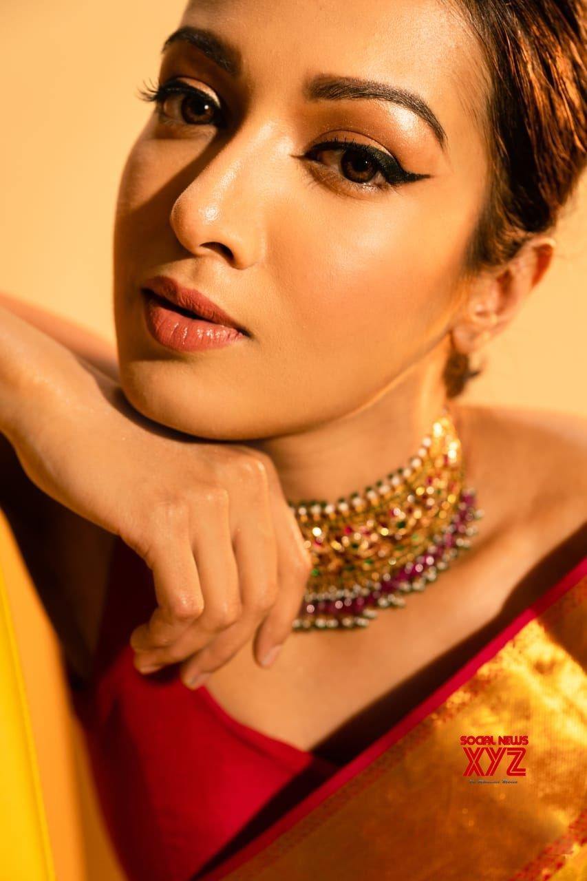 Actress Catherine Tresa Latest Glamour Stills In A Saree