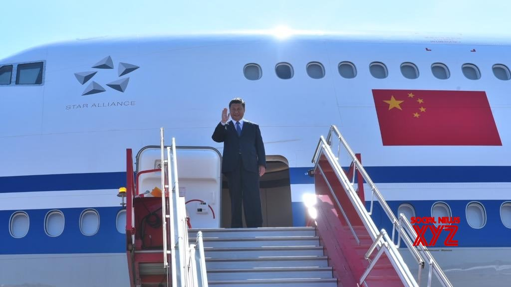 Xi Jinping accompanied by 100-member strong team