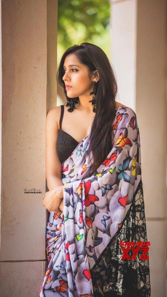 Actress Rashmi Gautam Ravishing Stills