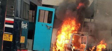 New Delhi: A vehicle set ablaze during a scuffle that broke out between the Delhi Police and lawyers, leaving an advocate injured with a bullet injury to his chest, at the Tis Hazari court in New Delhi on Nov 2, 2019. According to sources, the scuffle broke out over a parking issue and resulted in arson, with some vehicles being set on fire. (Photo: IANS)