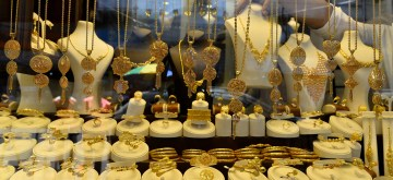 GAZA, July 8, 2019 (Xinhua) -- A merchant displays gold crafts at a gold market in Gaza City, July 8, 2019. The Ministry of National Economy in Gaza said that the quantities of gold decreased during the month of June. (Str/Xinhua/IANS)