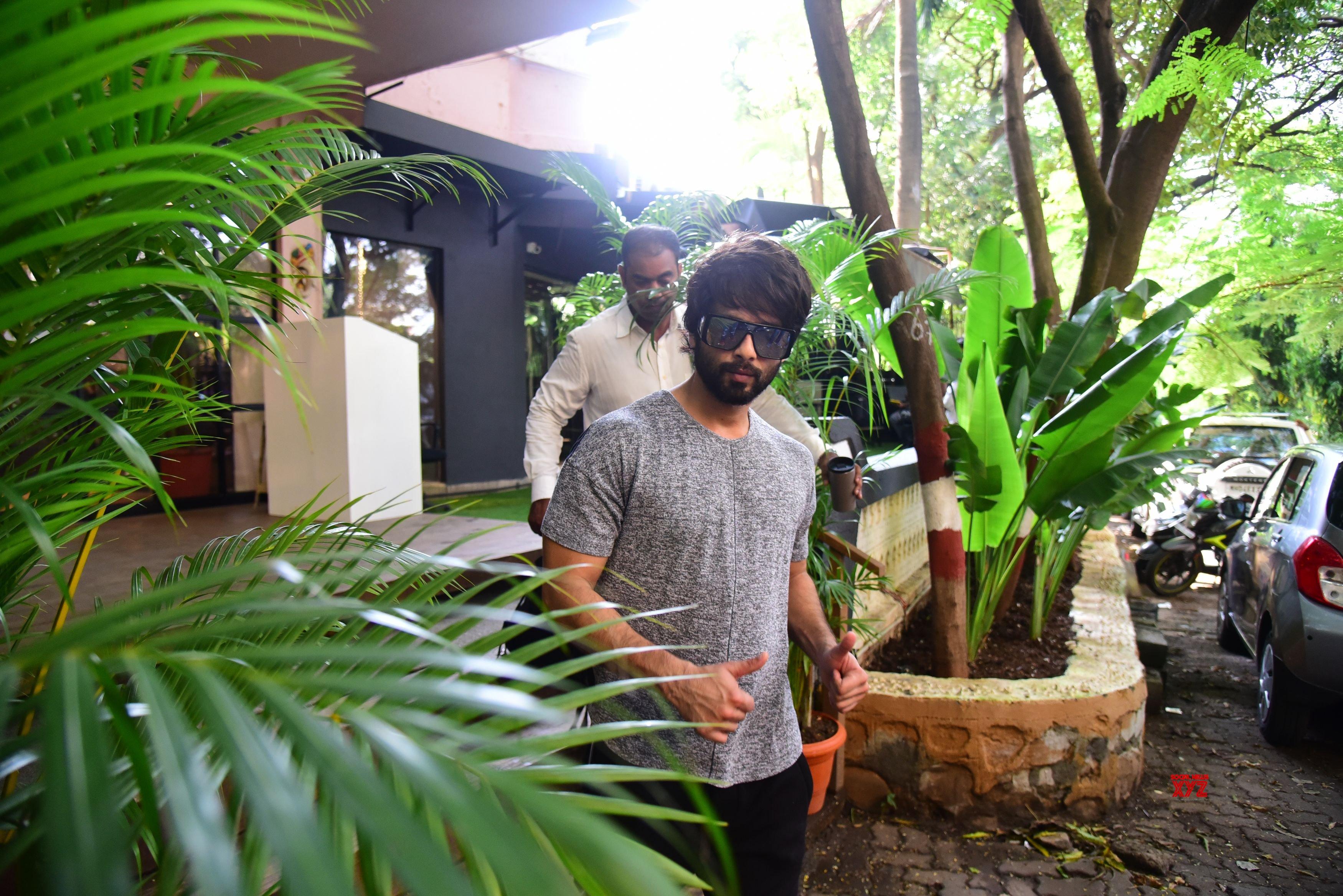 Tara Sutaria And Shahid Kapoor Spotted At Bandra - Gallery