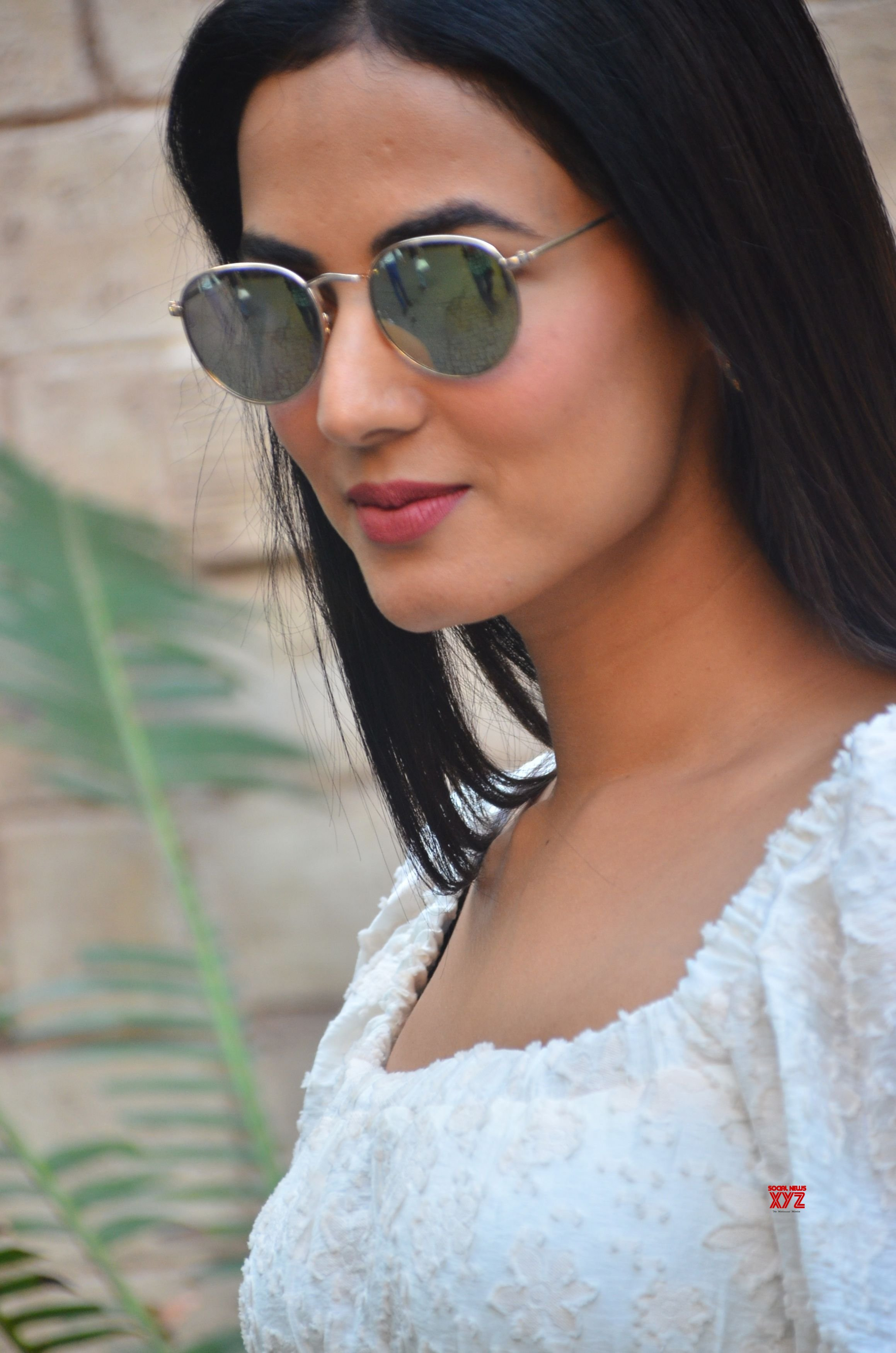Actress Sonal Chauhan Spotted At Bayroute In Juhu HD Gallery