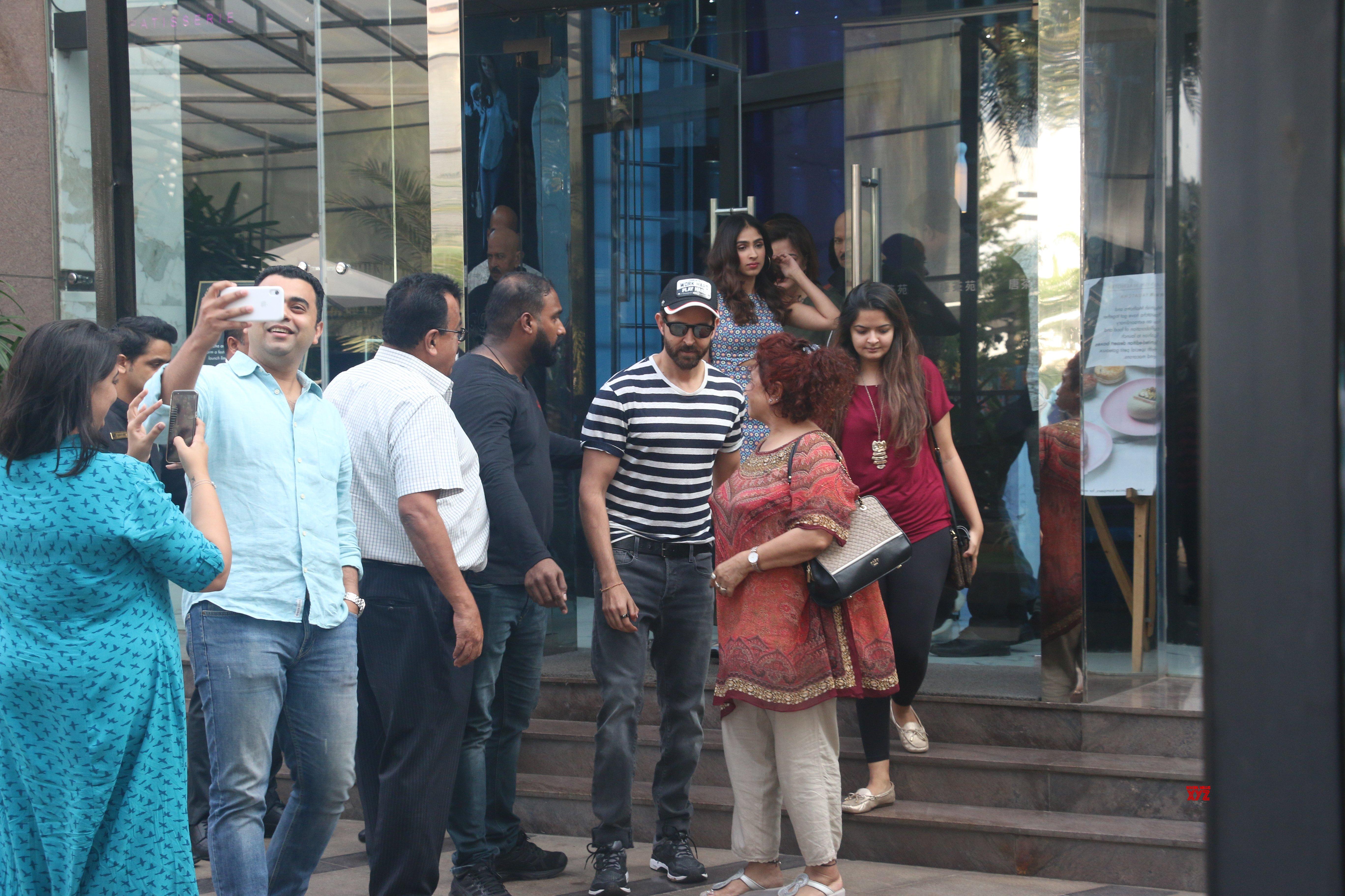 Hrithik Roshan And Family Celebrate His Cousin Pashmina Roshan's Birthday At BKC - Gallery