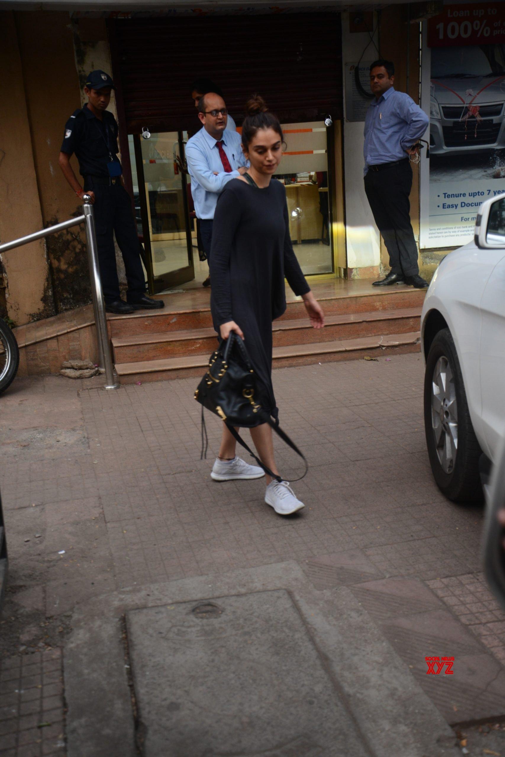 Actress Aditi Rao Hydari Spotted At Juhu - Gallery