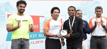 Kochi: Former cricketer Sachin Tendulkar accompanied by Malayalam actor Tovino Thomas and IDBI Federal Life Insurance Chief Marketing Officer Karthik Raman felicitates John Paul C, winner of IDBI Federal Spice Coast Marathon 2019 in Kochi on Dec 2, 2019. (Photo: IANS)