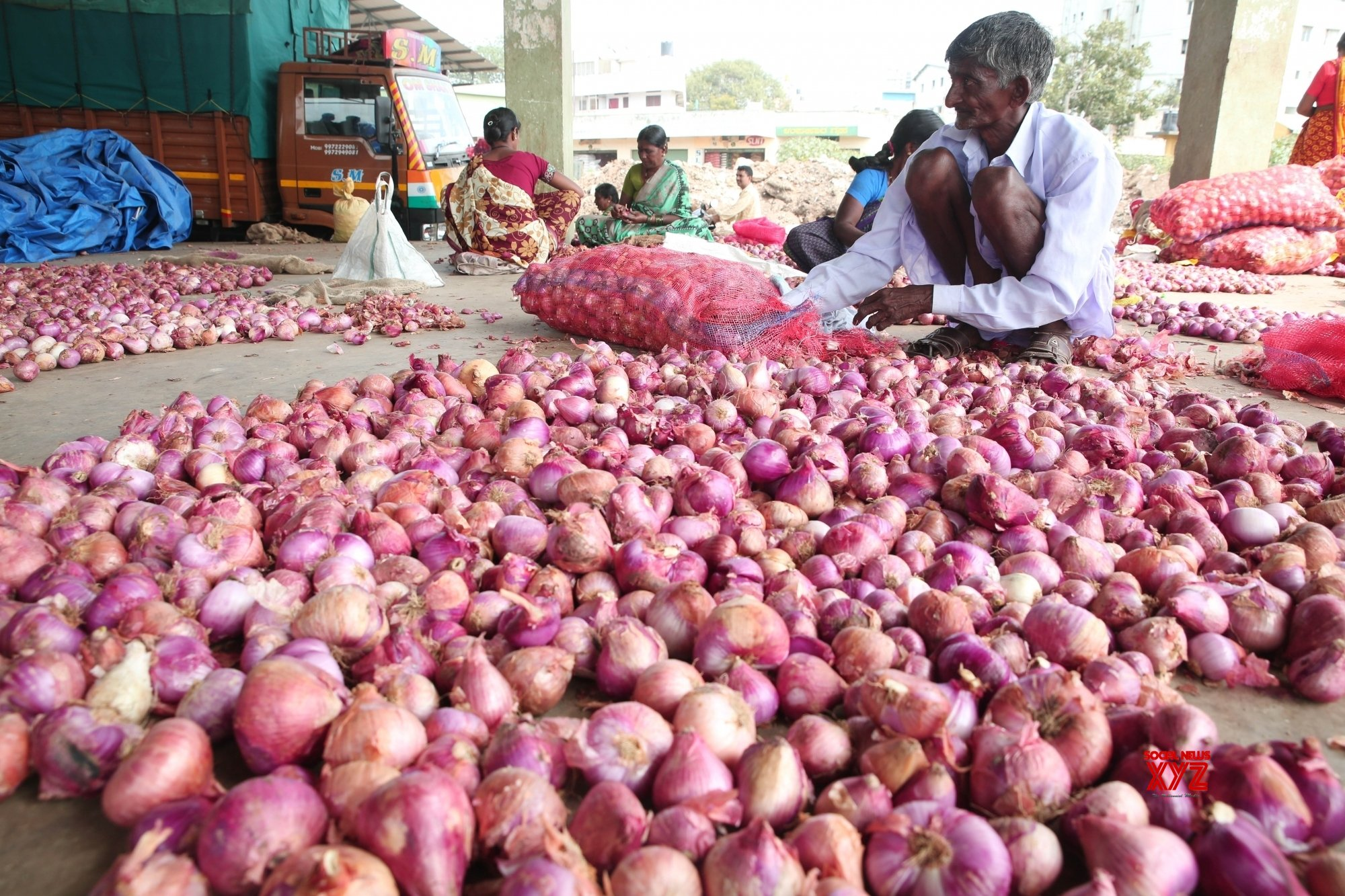 Congress holds protests in UP over onion price rise