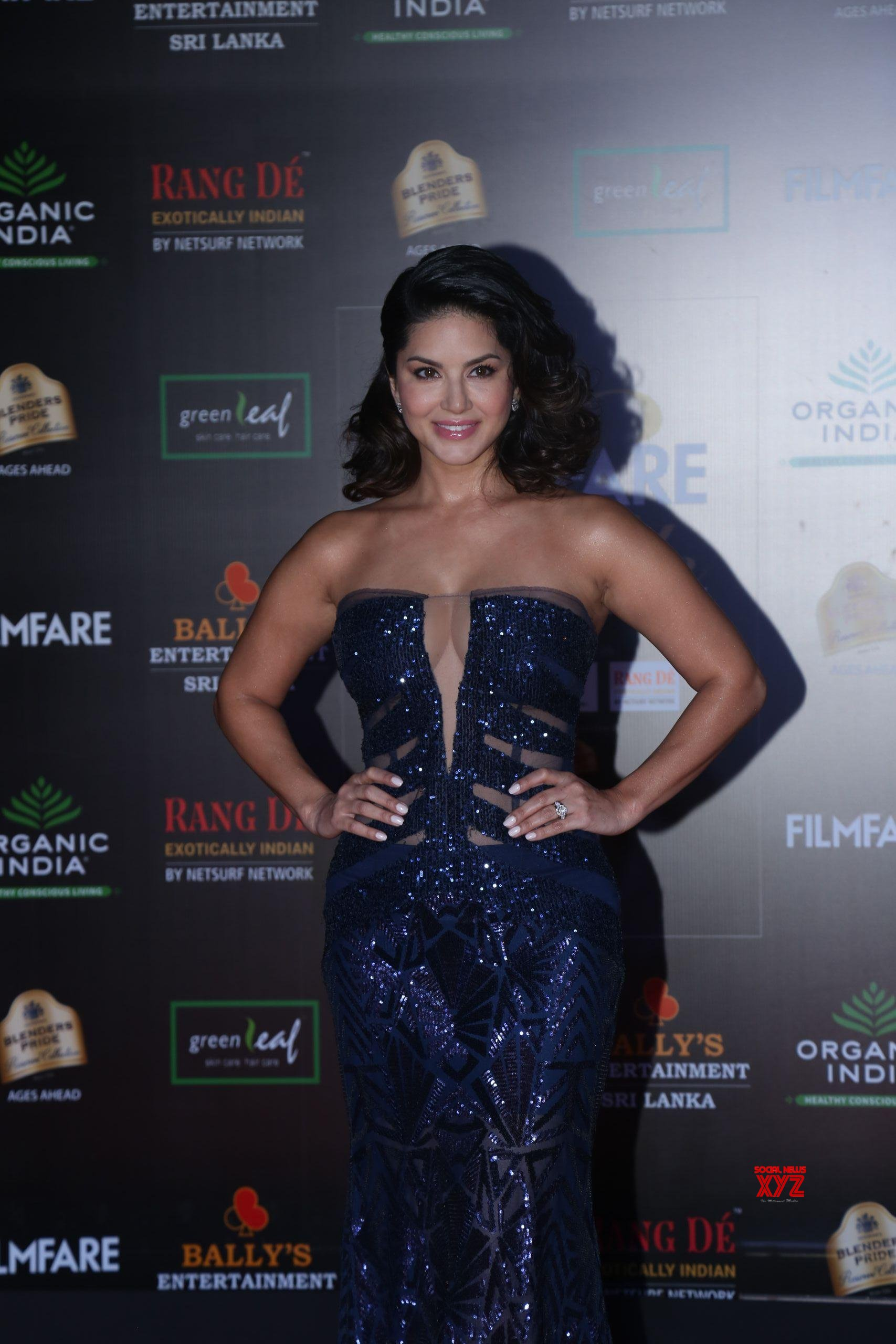 Actress Sunny Leone Hot HD Stills From Filmfare Glamour And Style Awards 2019 Red Carpet