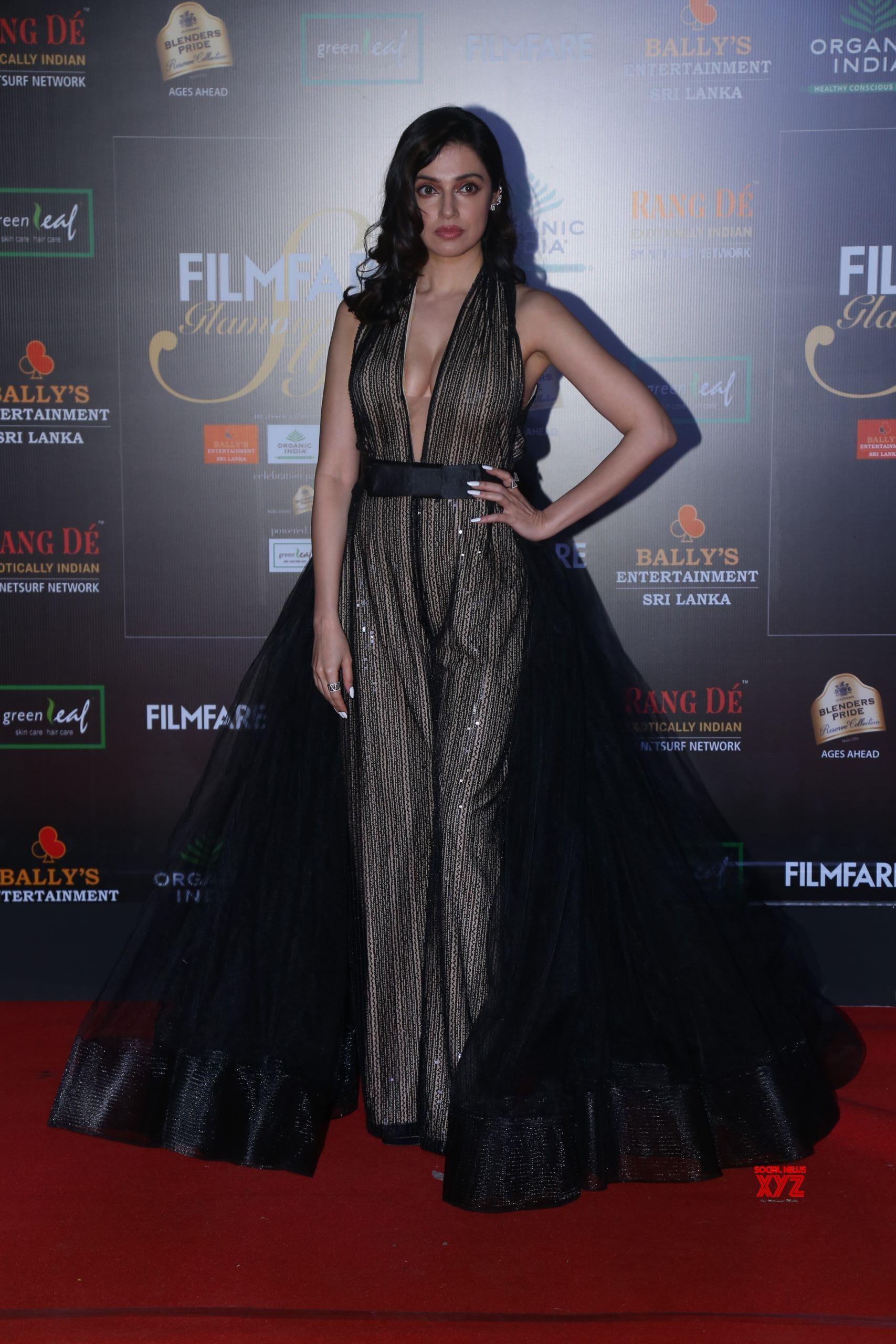 Actress Divya Khosla Kumar  Hot HD Stills From Filmfare Glamour And Style Awards 2019 Red Carpet