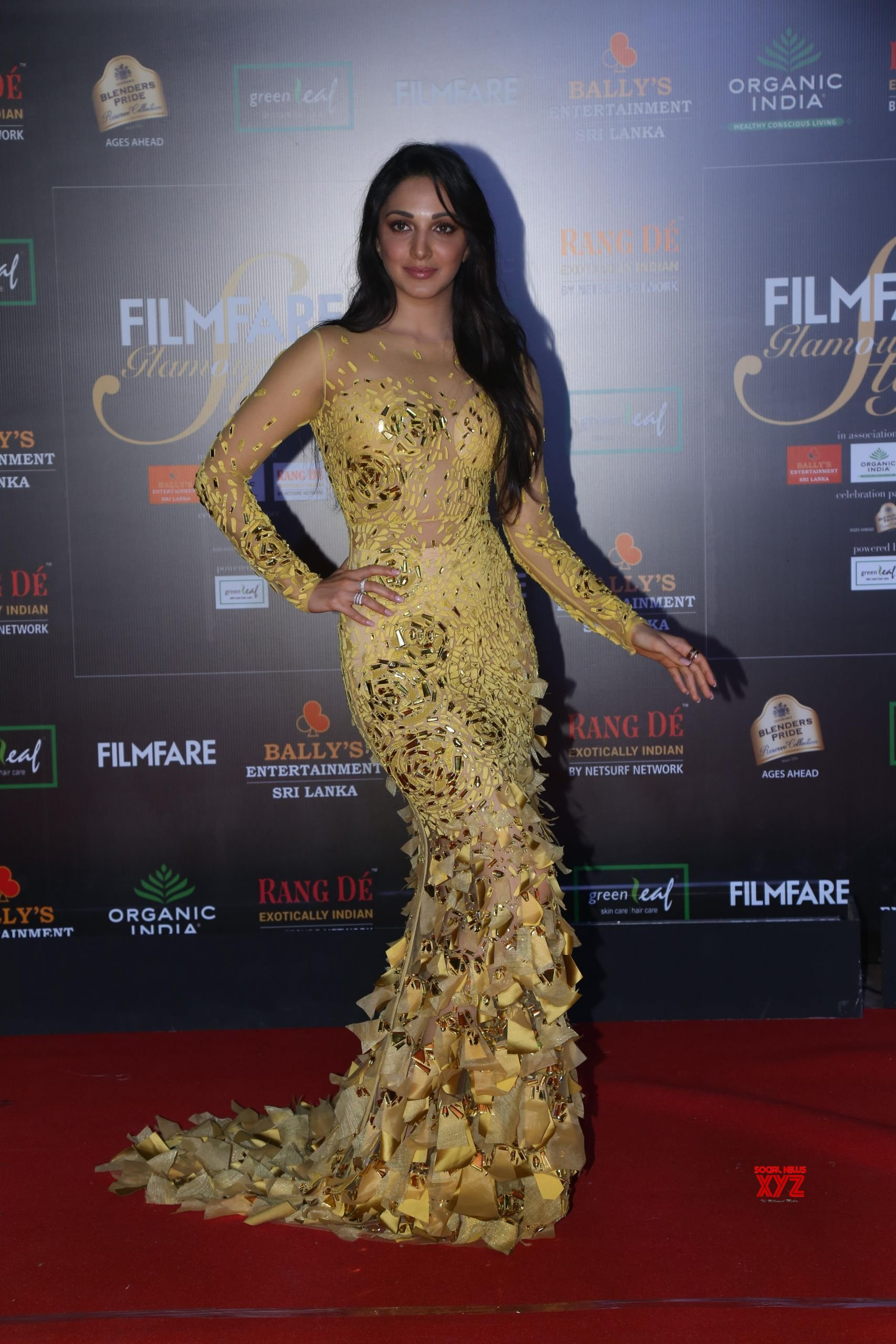 Actress Kiara Advani Hot HD Stills From Filmfare Glamour And Style Awards 2019 Red Carpet