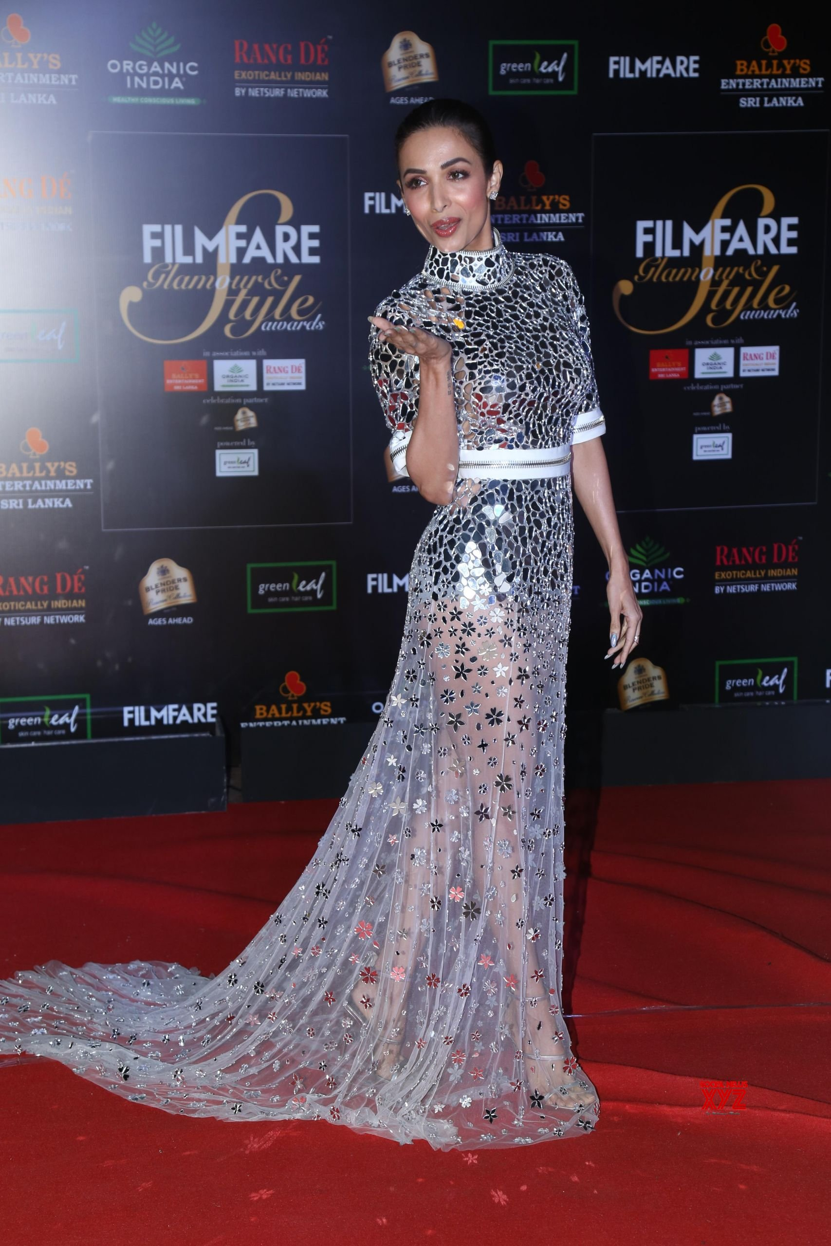 Actress Malaika Arora Hot HD Stills From Filmfare Glamour And Style Awards 2019 Red Carpet