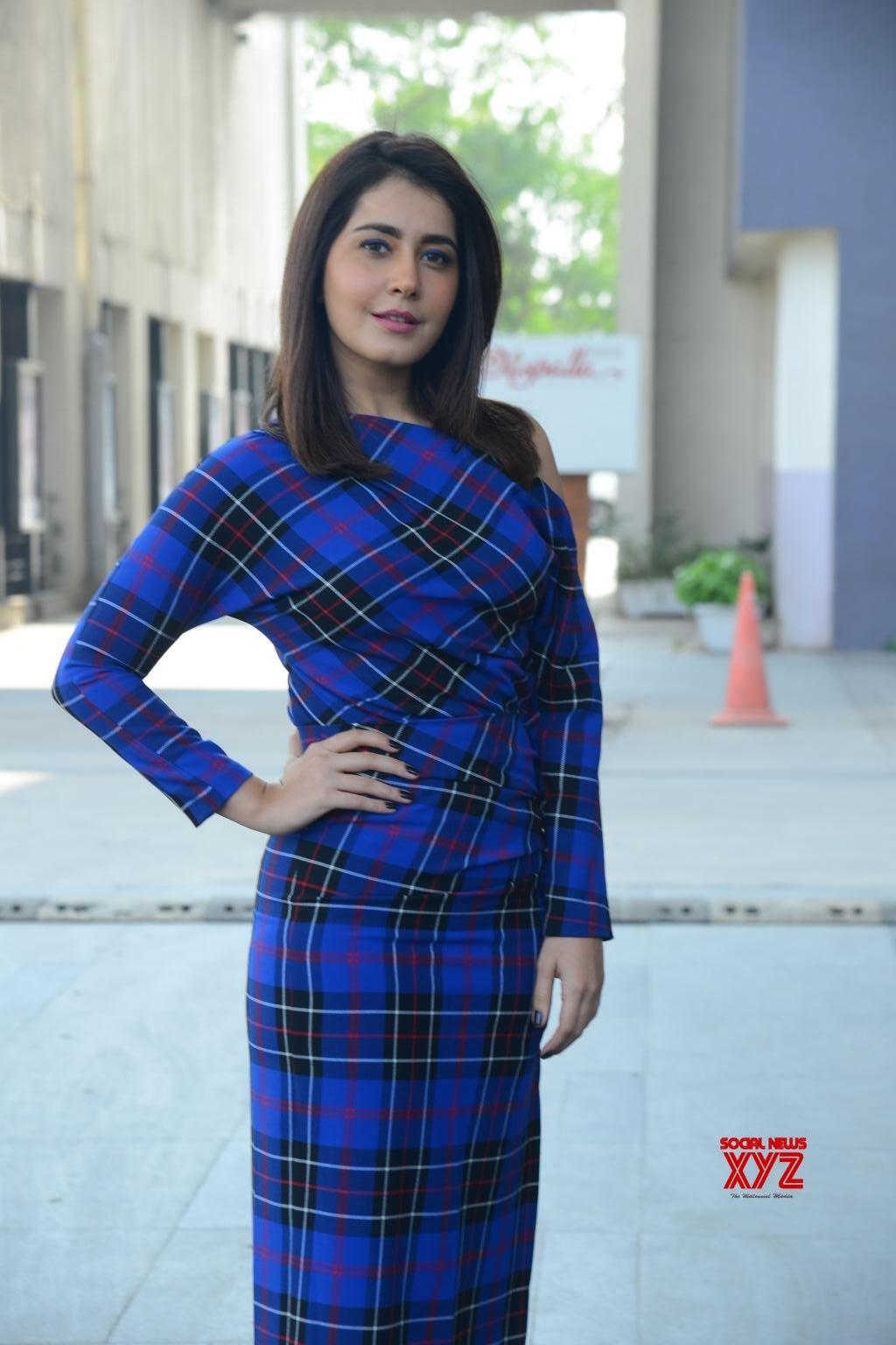 Actress Raashi Khanna Hot Stills From Venky Mama Movie Press Meet
