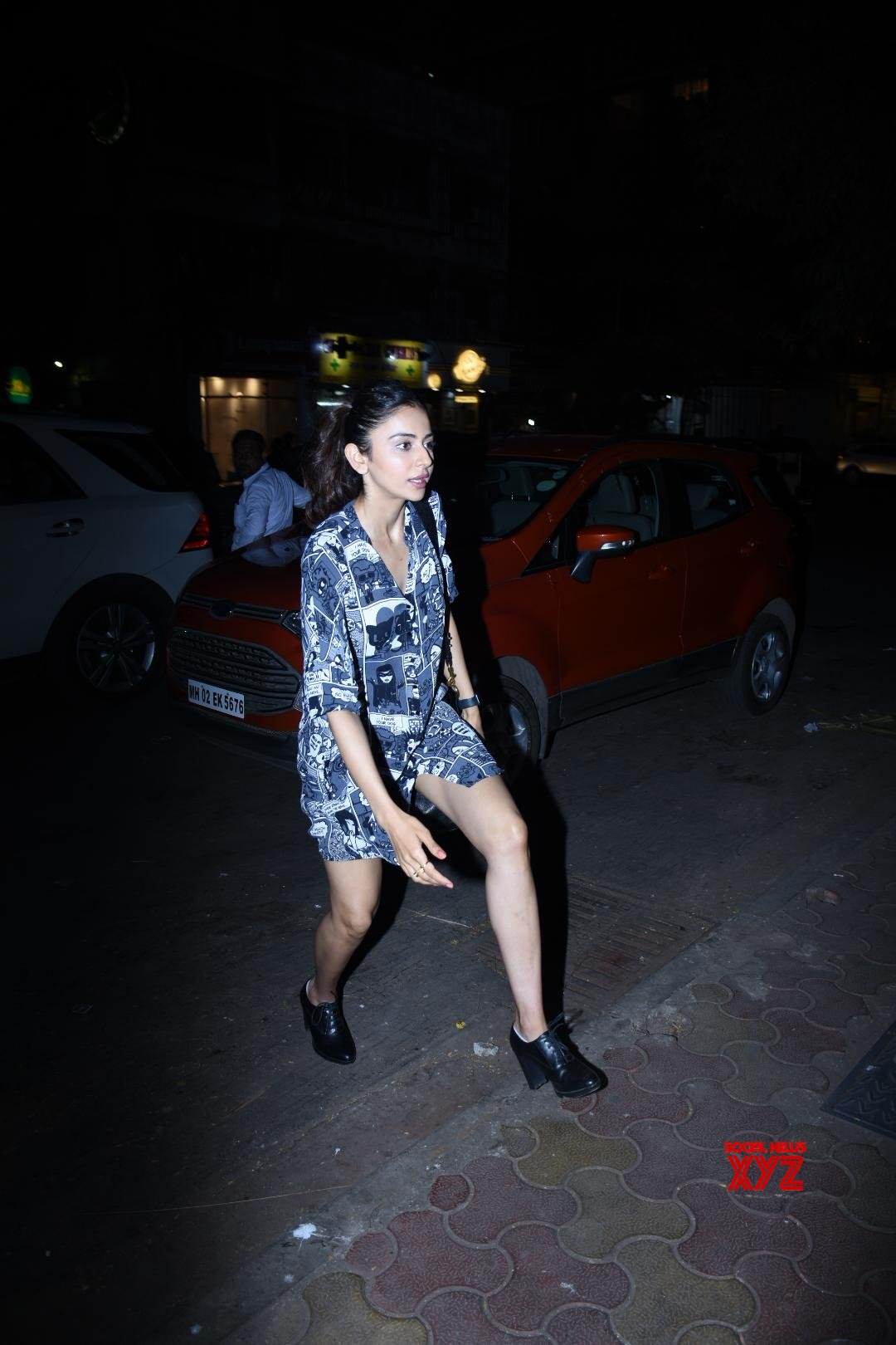 Actress Rakul Preet Singh Spotted At Sequel In Bandra - Gallery