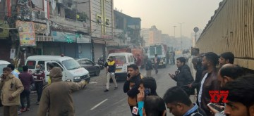 Over 30 dead in Delhi fire.