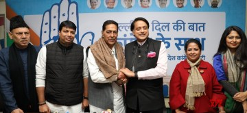 New Delhi: Congress leaders Shashi Tharoor and Subhash Chopra at the launch of a campaign to crowd source ideas and suggestions from the people of Delhi to be incorporated in the Congress manifesto for the Delhi Assembly elections at a press conference, in New Delhi on Jan 10, 2020. (Photo: IANS)