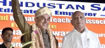 Bengaluru: BJP MP Subramanian Swamy being felicitated Karnataka Chief Minister BS Yeddiyurappa during felicitation programme to Subramanian Swamy organised by Virat Hindustan Association, in Bengaluru on Jan 12, 2020. (Photo: IANS)