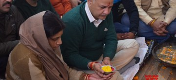 New Delhi: Delhi Deputy Chief Minister and senior AAP leader Manish Sisodia performs rituals during the inauguration of his Legislative Assembly Office in New Delhi on Jan 12, 2020. (Photo: IANS)