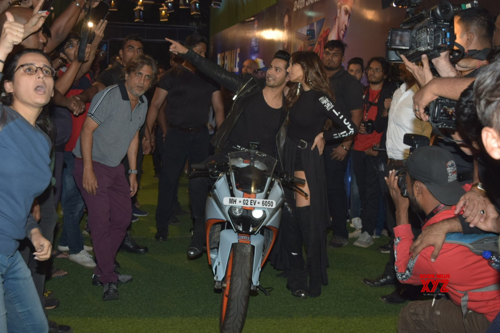 Varun Dhawan And Shraddha Kapoor Promote Their Film Street Dancer At Mithibai College In Vile - Gallery