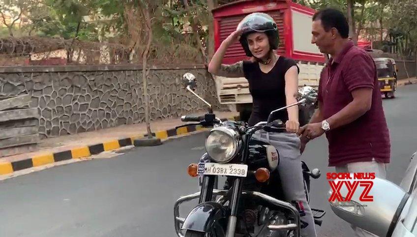Elli AvrRam learnt bike riding in three days