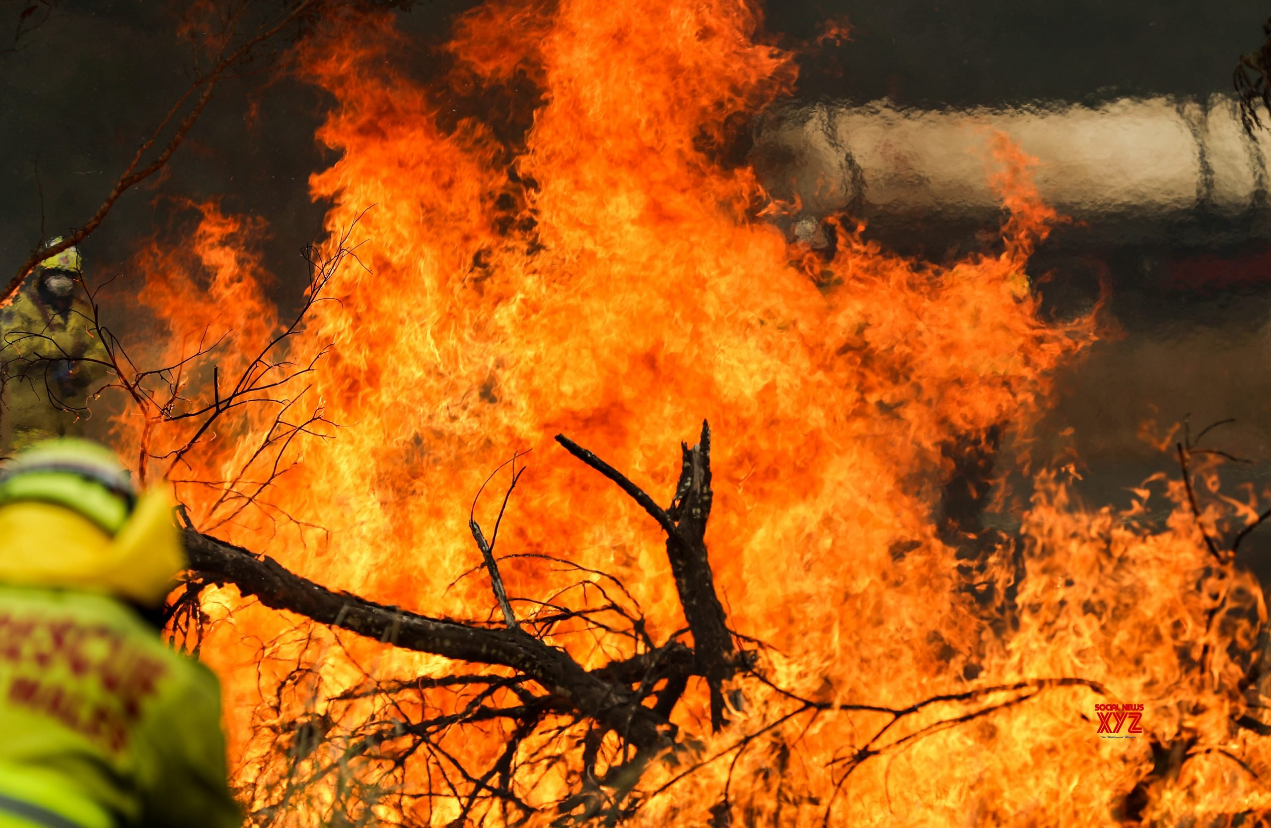 Bushfire danger elevated as heatwave continues in Australia