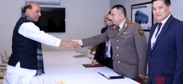 New Delhi: Defence Minister Rajnath Singh meets Chief of General Staff of Kyrgyz Armed Forces and Defence Minister of Kyrgyzstan Major General Raiimberdi Duishenbiev, on the sidelines of Defexpo 2020, in Lucknow on Feb 5, 2020. (Photo: IANS/PIB)
