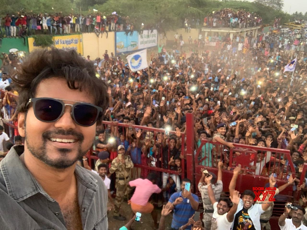 Thalapathy Vijay's Selfie With His Fans On The Last Day Shoot Of Master In  Neyveli - Social News XYZ