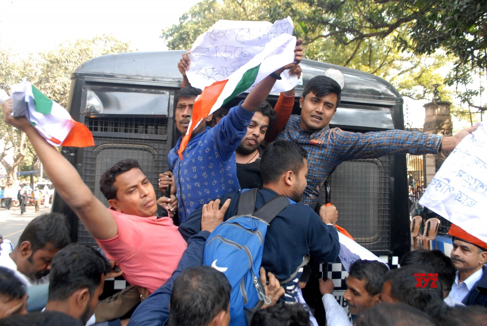 Kolkata: Congress activists protesting outside West Bengal Assembly detained #Gallery