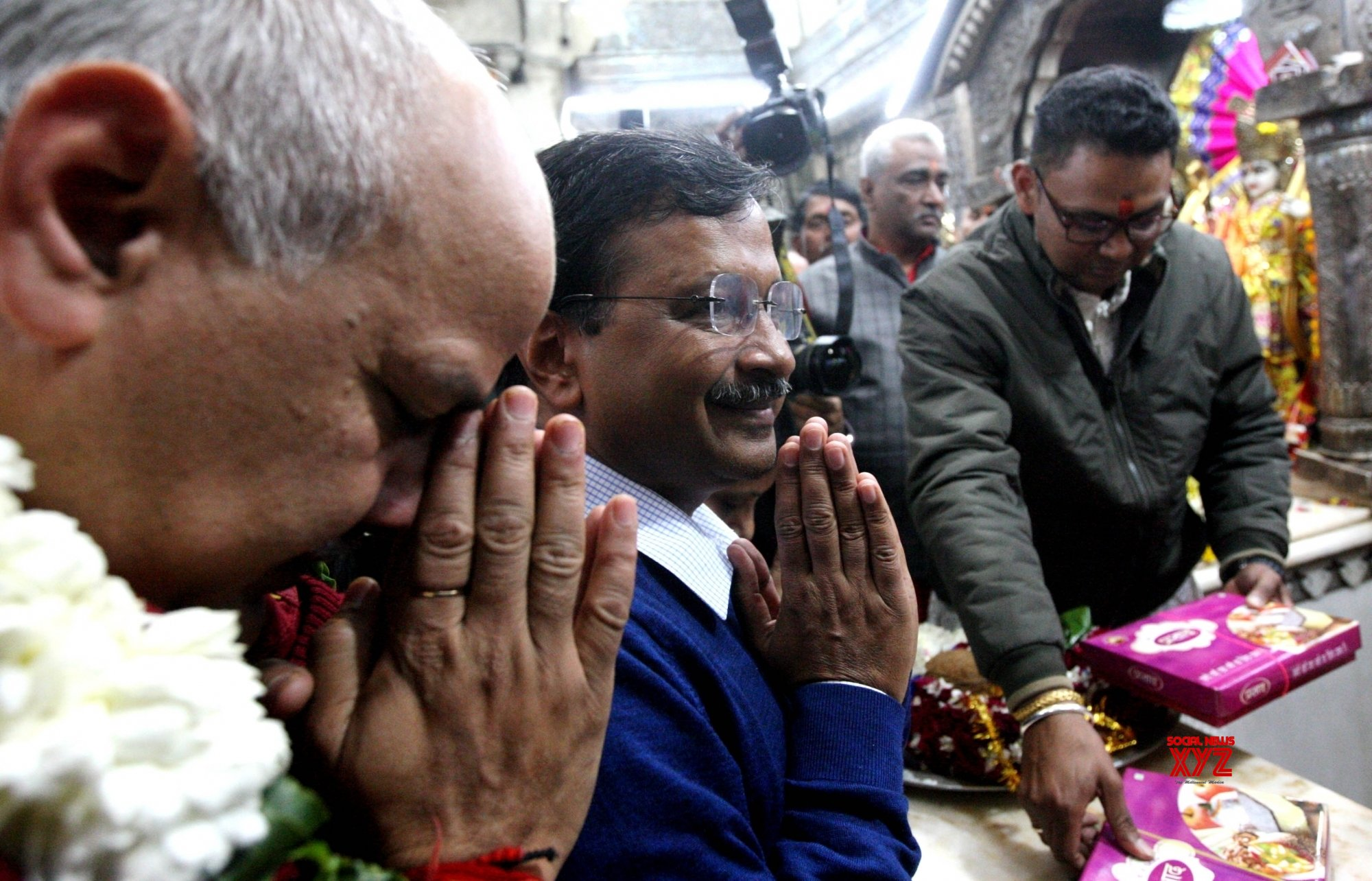 New Delhi: Kejriwal, Sisodia offer prayers at Hanuman Temple in CP #Gallery