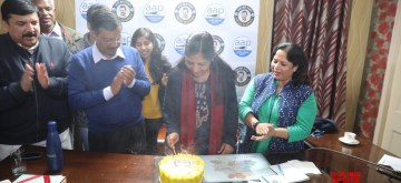 New Delhi: Delhi Chief Minister and Aam Aadmi Party (AAP) chief Arvind Kejriwal celebrates his wife Sunita Kejriwal's birthday amid counting of votes for the Delhi Assembly elections 2020, at the party's headquarters in New Delhi on Feb 11, 2020. (Photo: IANS)