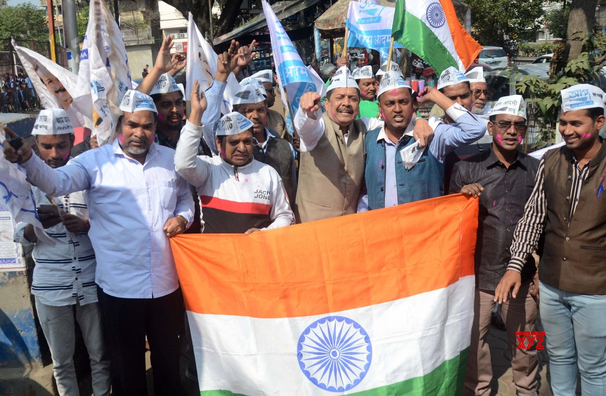 Kolkata: AAP workers celebrate party's landslide victory in Delhi Polls 2020 #Gallery