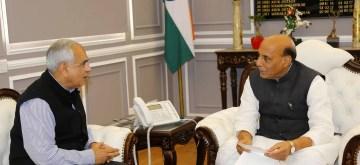 New Delhi: NITI Aayog Vice-Chairman Dr. Rajiv Kumar calls on Union Defence Minister Rajnath Singh, in New Delhi on Feb 13, 2020. (Photo: IANS/PIB)