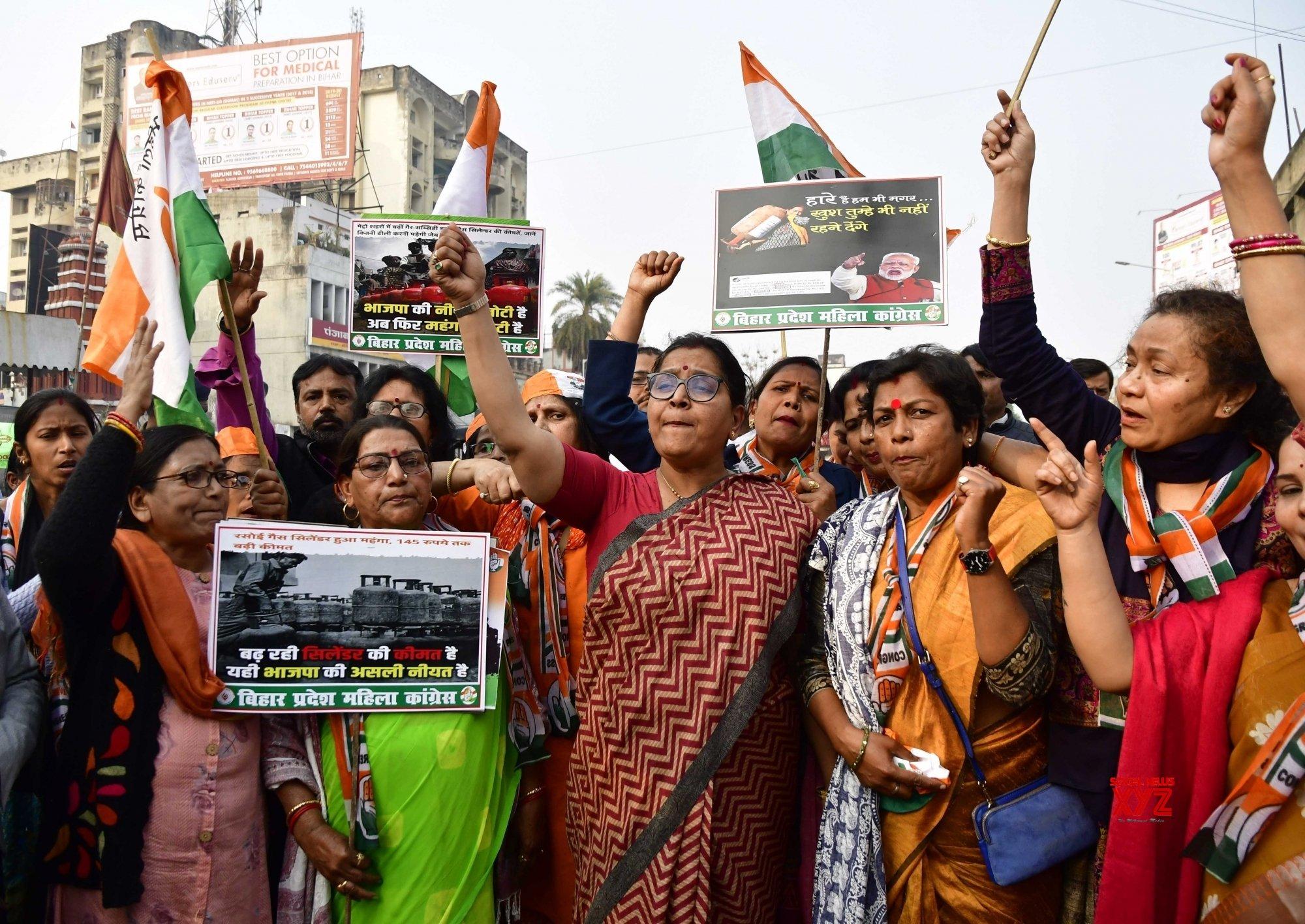 Patna: Bihar Mahila Congress workers protest #Gallery
