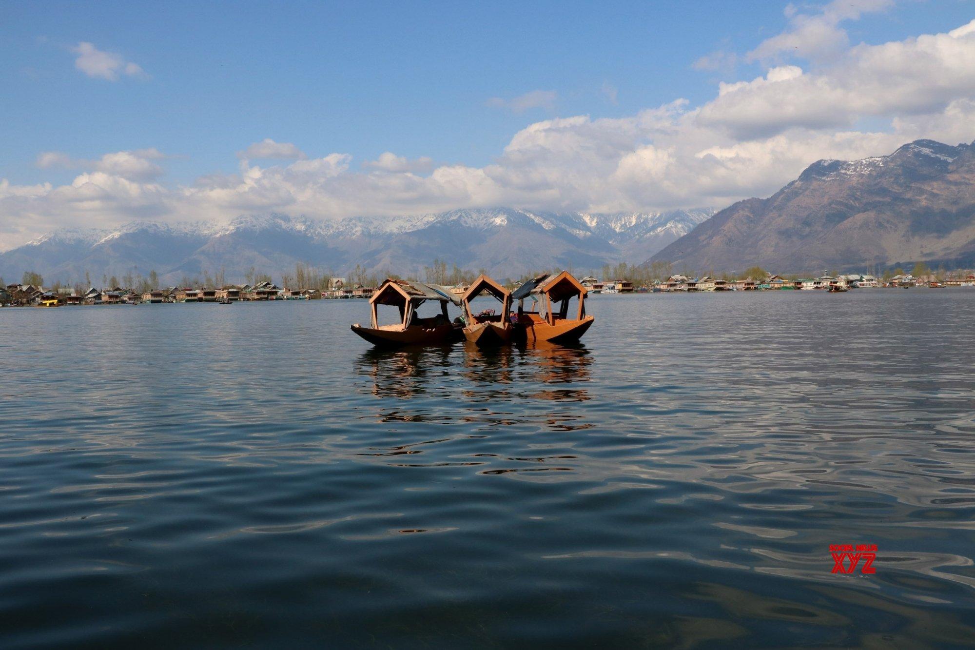 Dal Lake to be beautified under Smart City plan