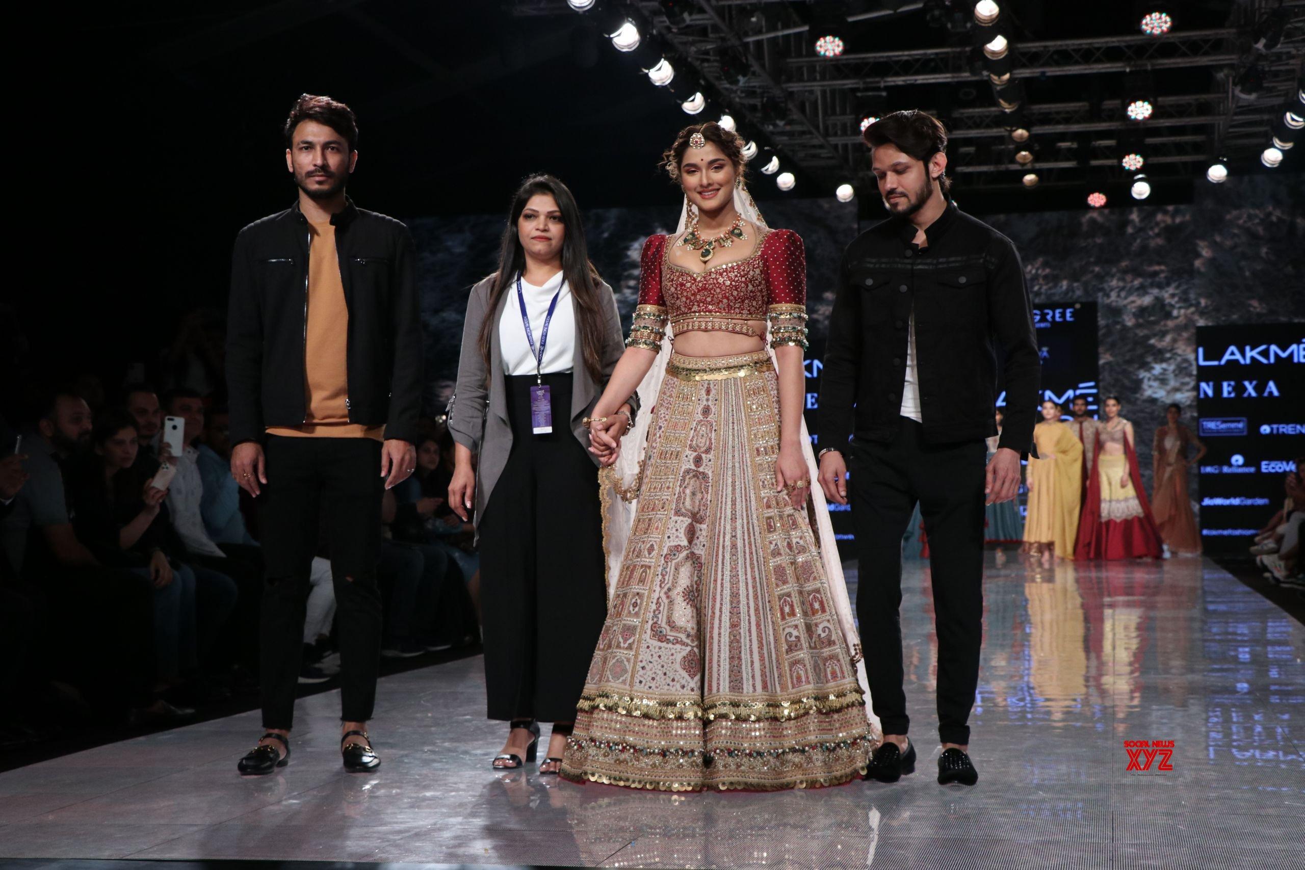 Saiee Manjrekar Walked For JIVIVA At Lakme Fashion Week SR 2020 HD Gallery