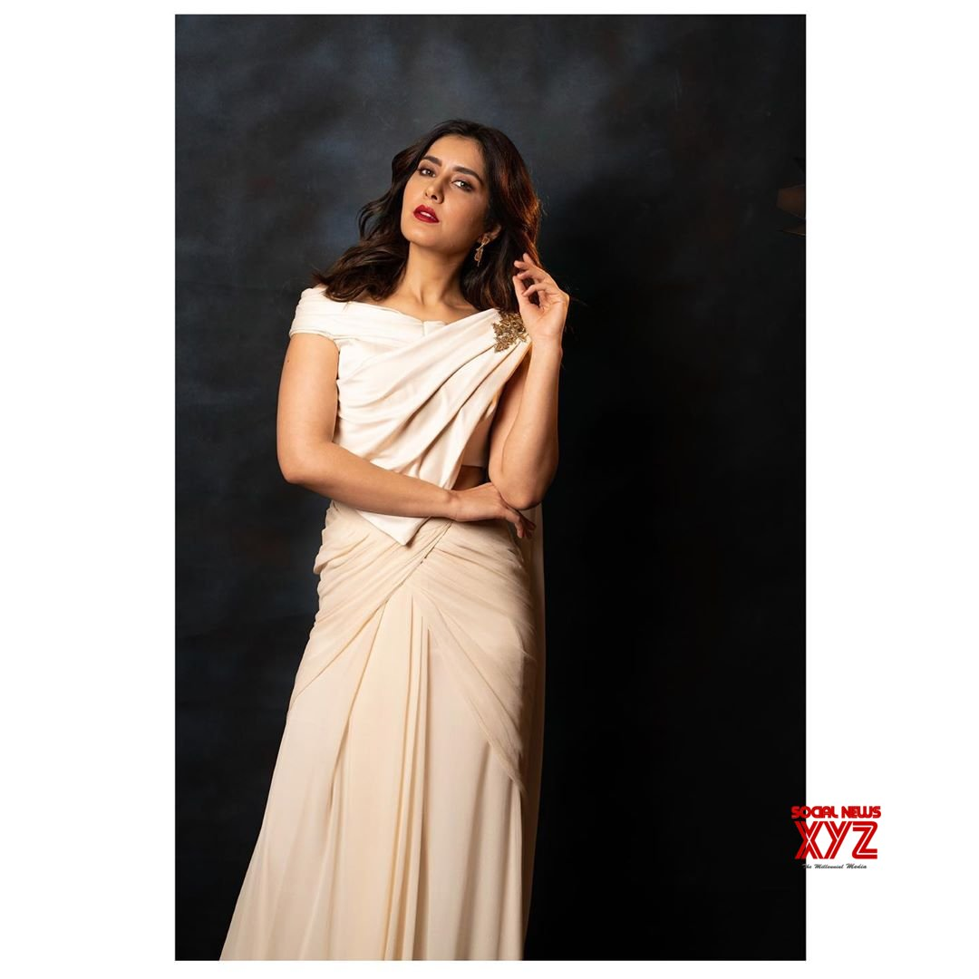 Actress Raashi Khanna Latest Gorgeous Stills
