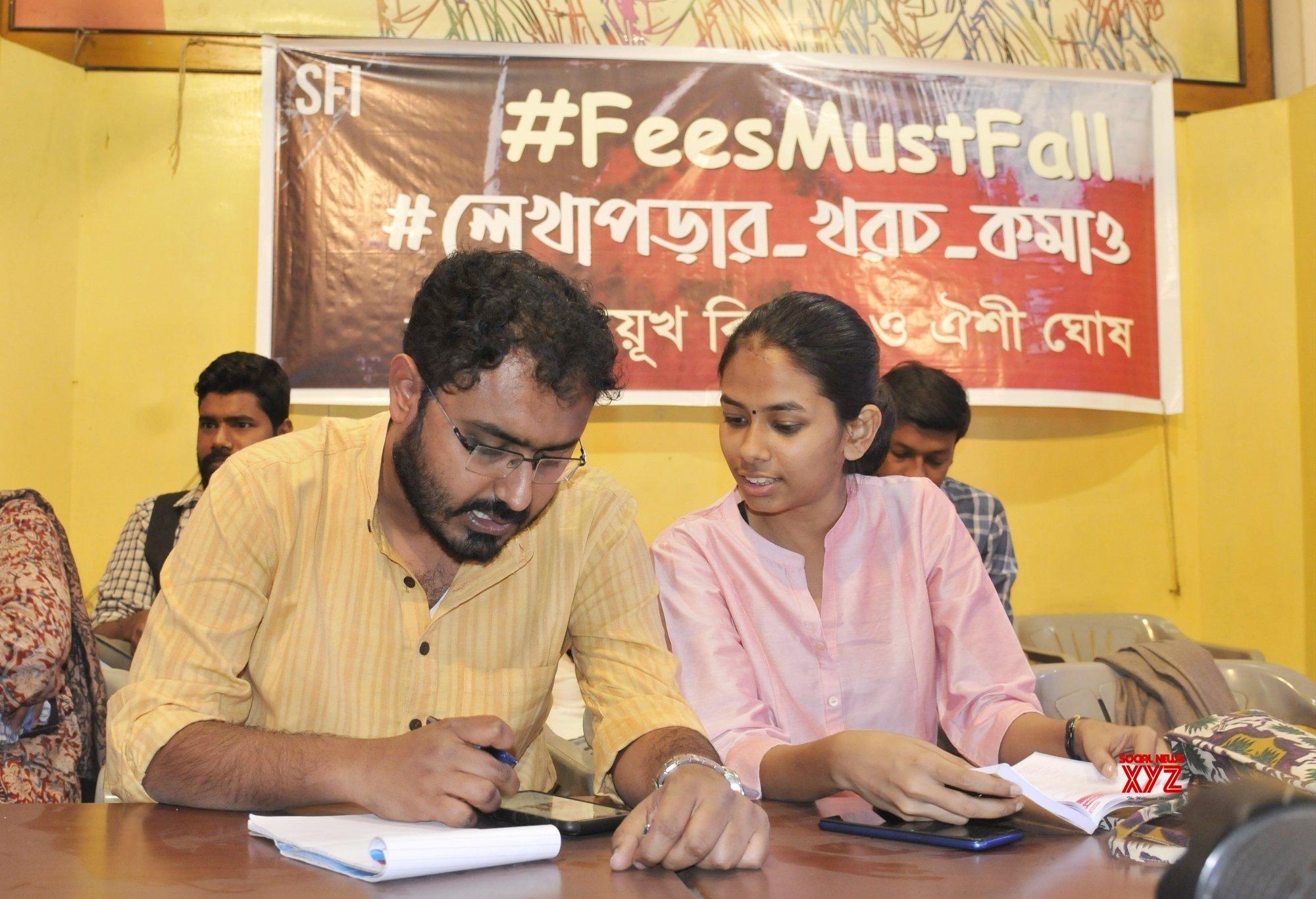 Kolkata: SFI meeting on fee hike - Aishe Ghosh #Gallery