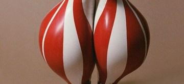 Designer latex balloon-pants amused netizens.