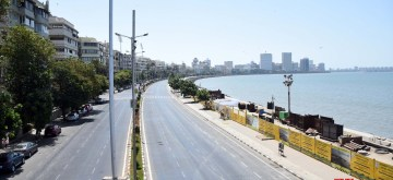 Mumbai: Marine Drive bears a deserted look during the nationwide shutdown - Janata Curfew - announced by Prime Minister Narendra Modi as a precautionary measure to contain the spread of deadly COVID-19 (coronavirus), in Mumbai on March 22, 2020. (Photo: IANS)