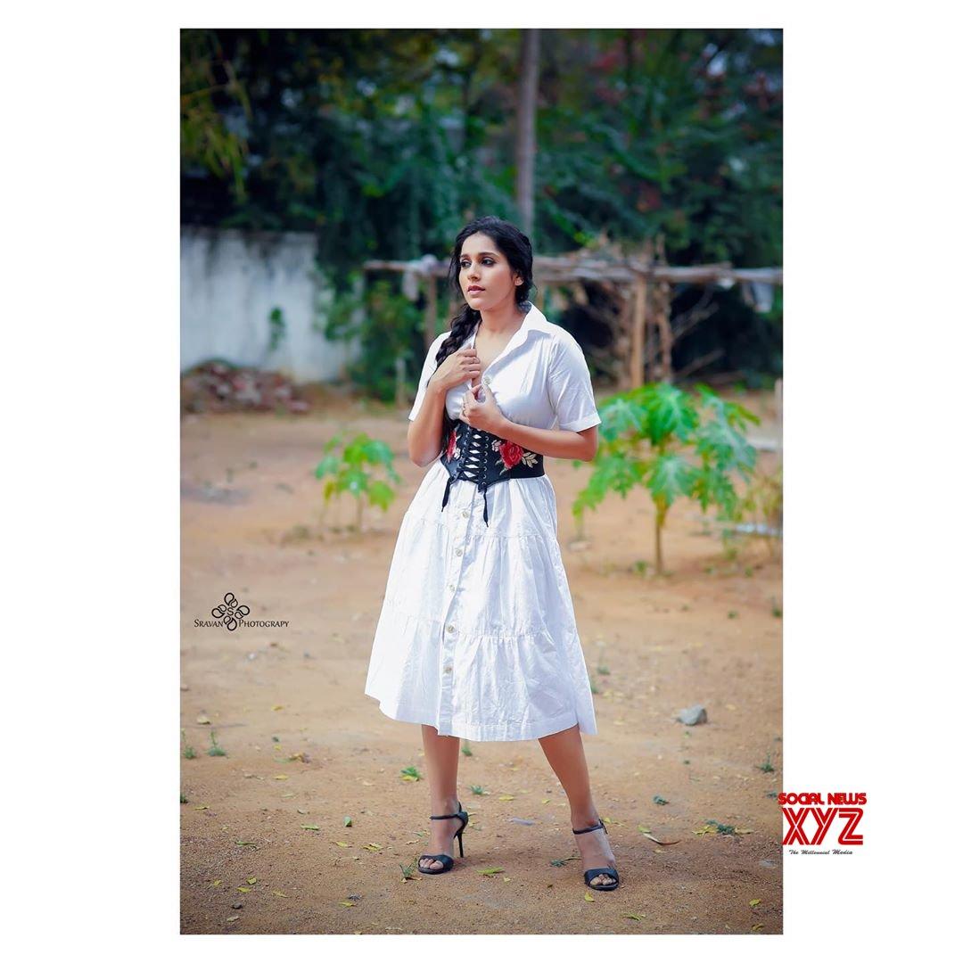 Actress Rashmi Gautam Glam New Stills