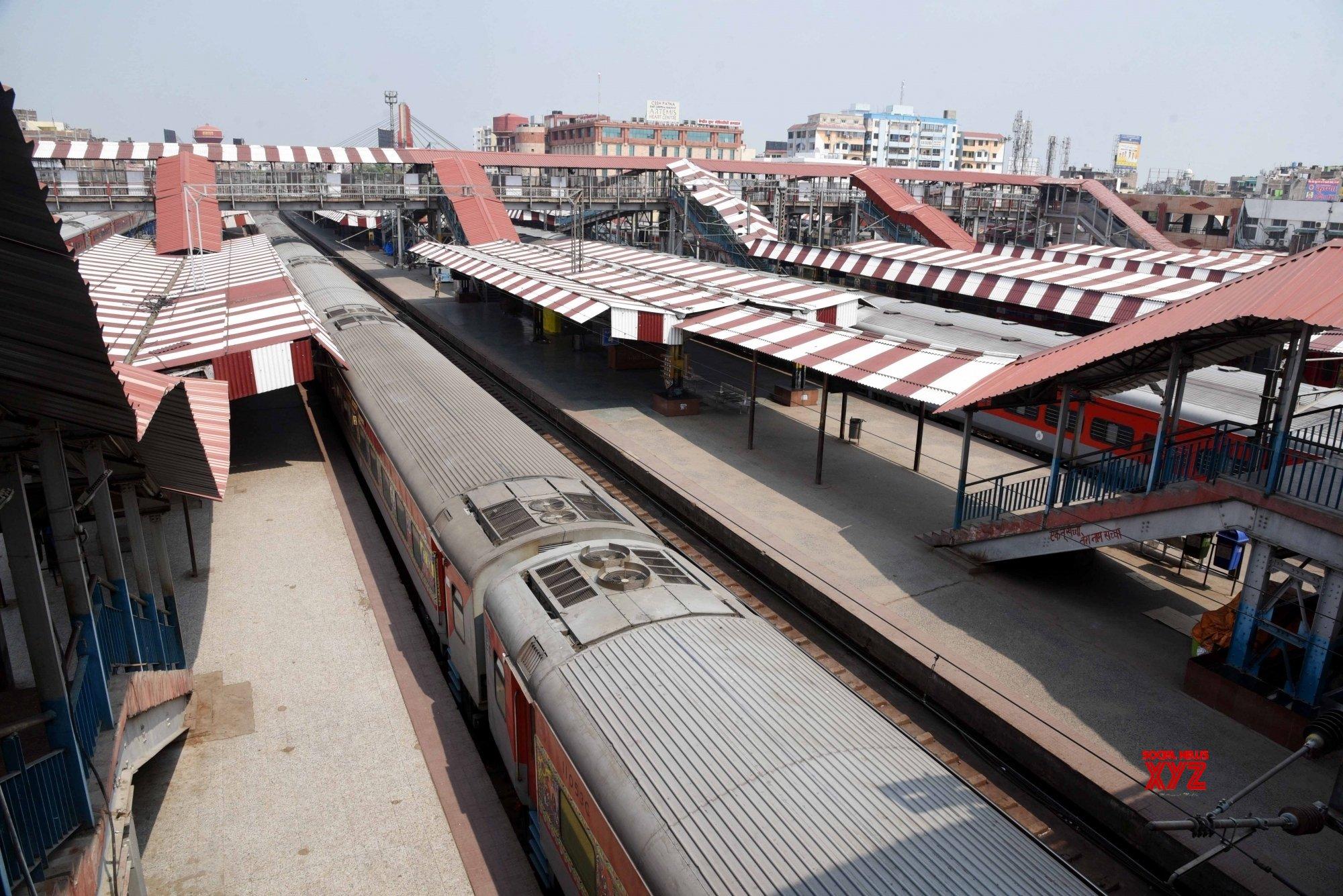 Patna: Deserted Patna Junction railway station during 21 - day lockdown #Gallery