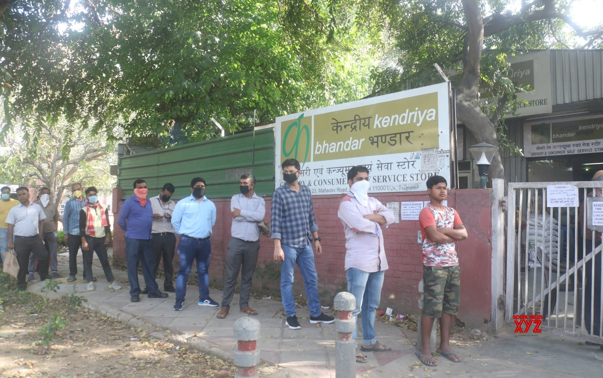 New Delhi: - People queue up outside Kendriya Bhandar during 21 - day lockdown #Gallery