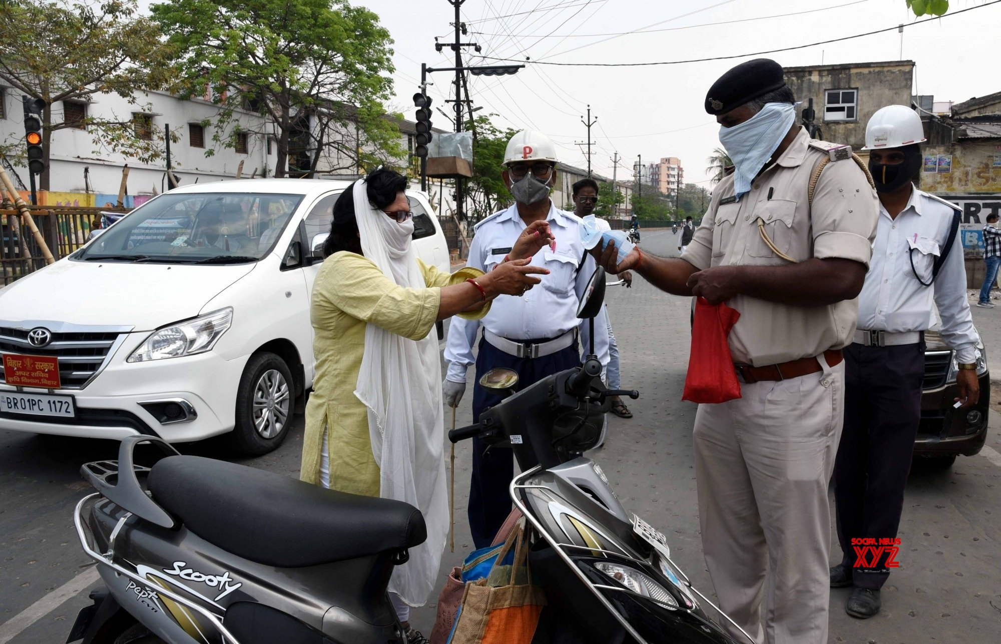 Patna: Active policing and sanitisation during 21 - day lockdown #Gallery