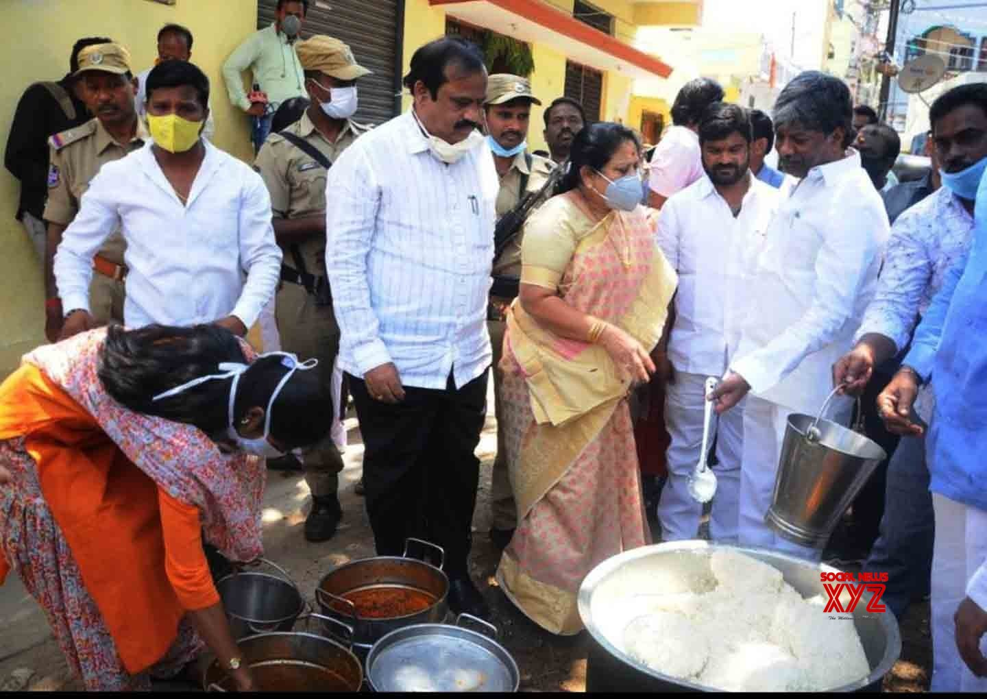 Hyderabad: Telangana Assembly Deputy Speaker inspects preparation of food for poor and needy amid lockdown #Gallery