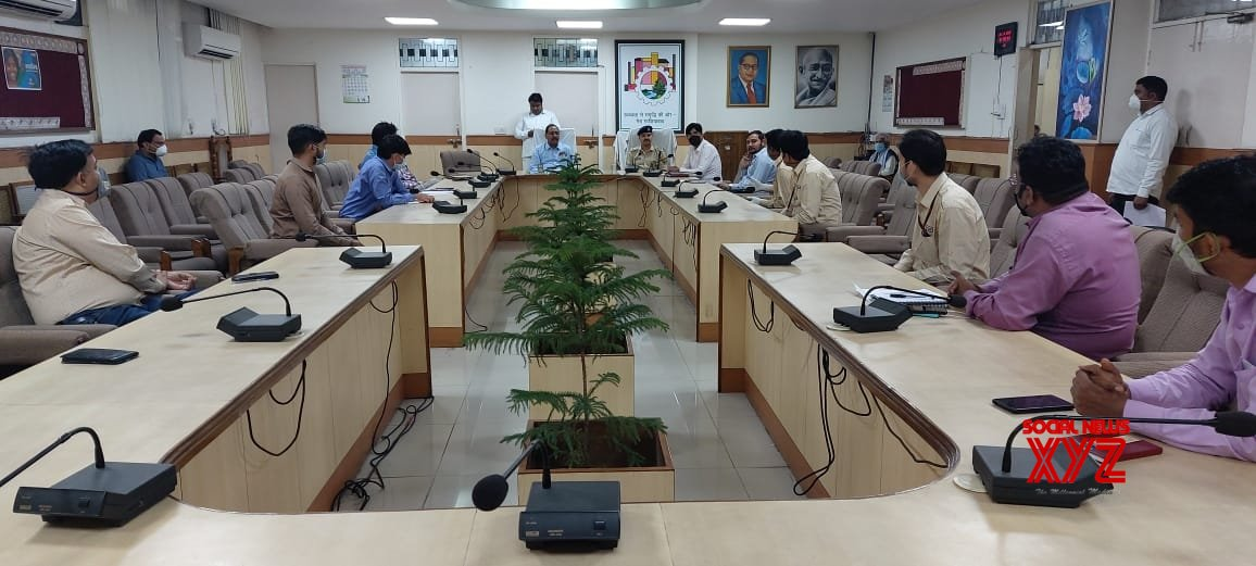 Ghaziabad: Ghaziabad DM, SSP hold meeting with retailers and suppliers on Day 2 of complete lockdown #Gallery