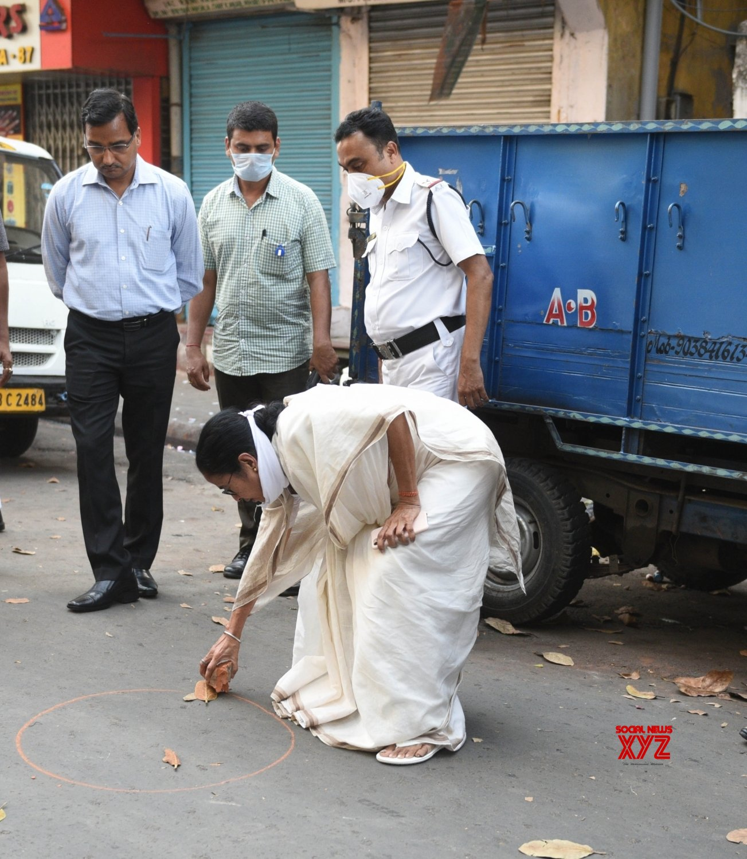 Kolkata: Mamata Banerjee urges people to follow social distancing to fight COVID - 19 amid lockdown #Gallery