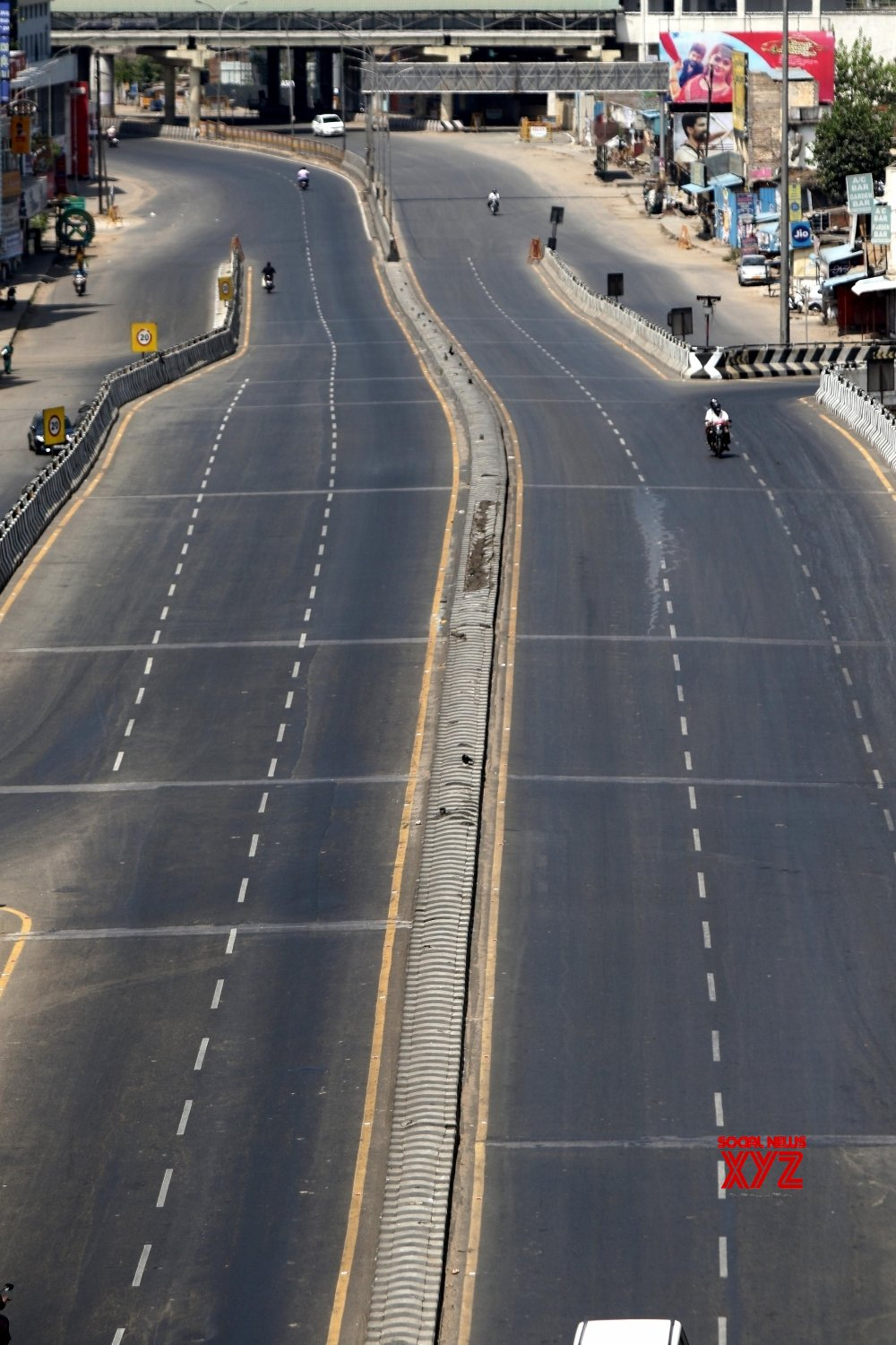 Chennai: City comes to a standtill during 21 - day lockdown #Gallery