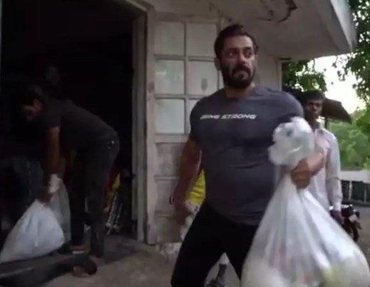 Salman Khan Sends Out Food Essentials to Needy Amid Lockdown, Watch Video