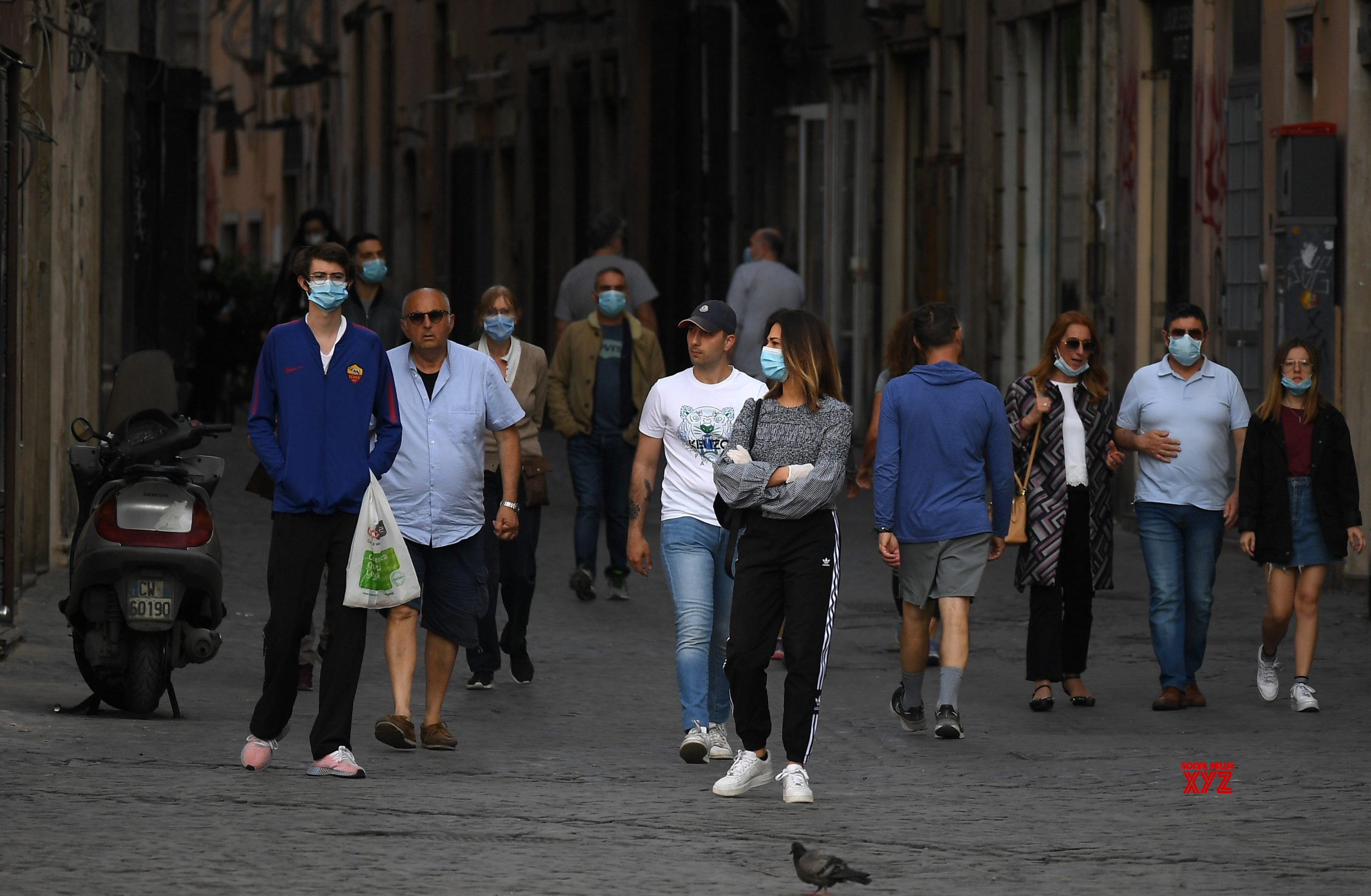 Italy's COVID-19 death toll rises to 32,735